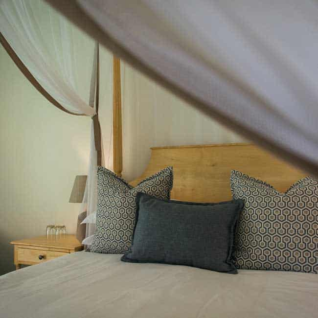 York Lodge Rooms Bed Pillows
