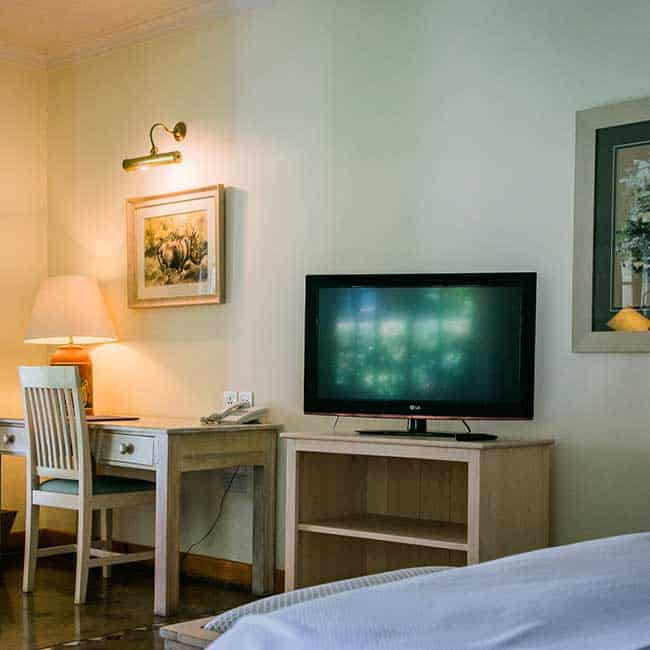York Lodge Rooms Bed TV